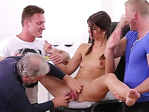 Brand-new Marisa looses bachelorhood to three guys