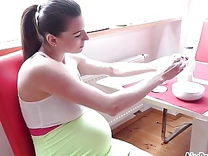 Sexy prego  Victoria is always thirsty now!