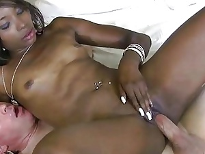 Sultry ebony acquires an fuckmate dread worthwhile be incumbent on lascivious making love